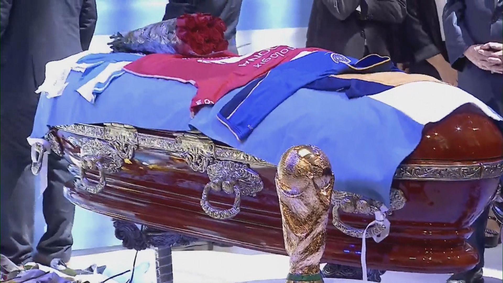 阿根廷總統費爾南德斯到玫瑰宮悼念馬勒當拿