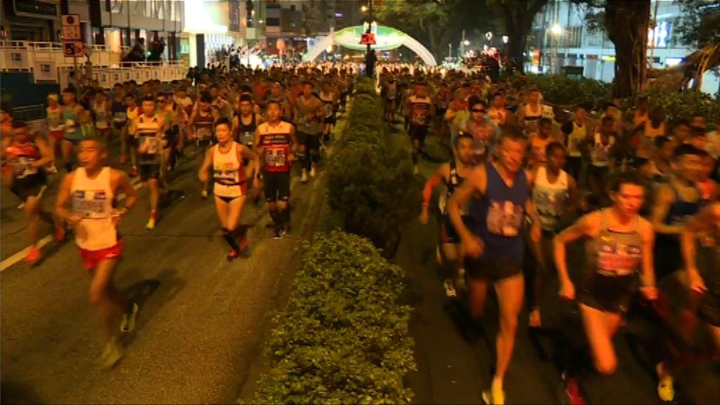 香港馬拉松早上起跑