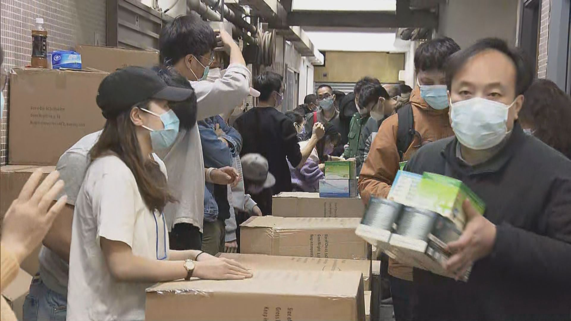 粉嶺工廈口罩開倉發售 至少兩千人排隊輪購