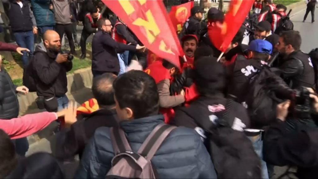 土耳其示威者企圖遊行到被封鎖廣場
