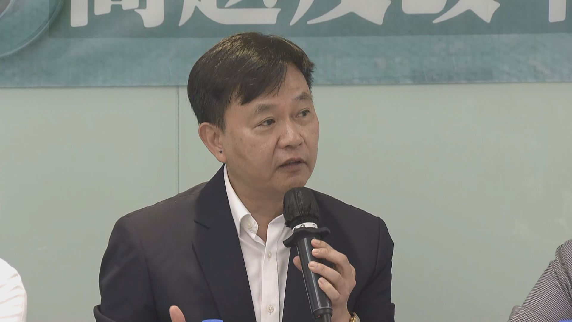 梁栢賢:預計今年可增聘額外50名海外醫生