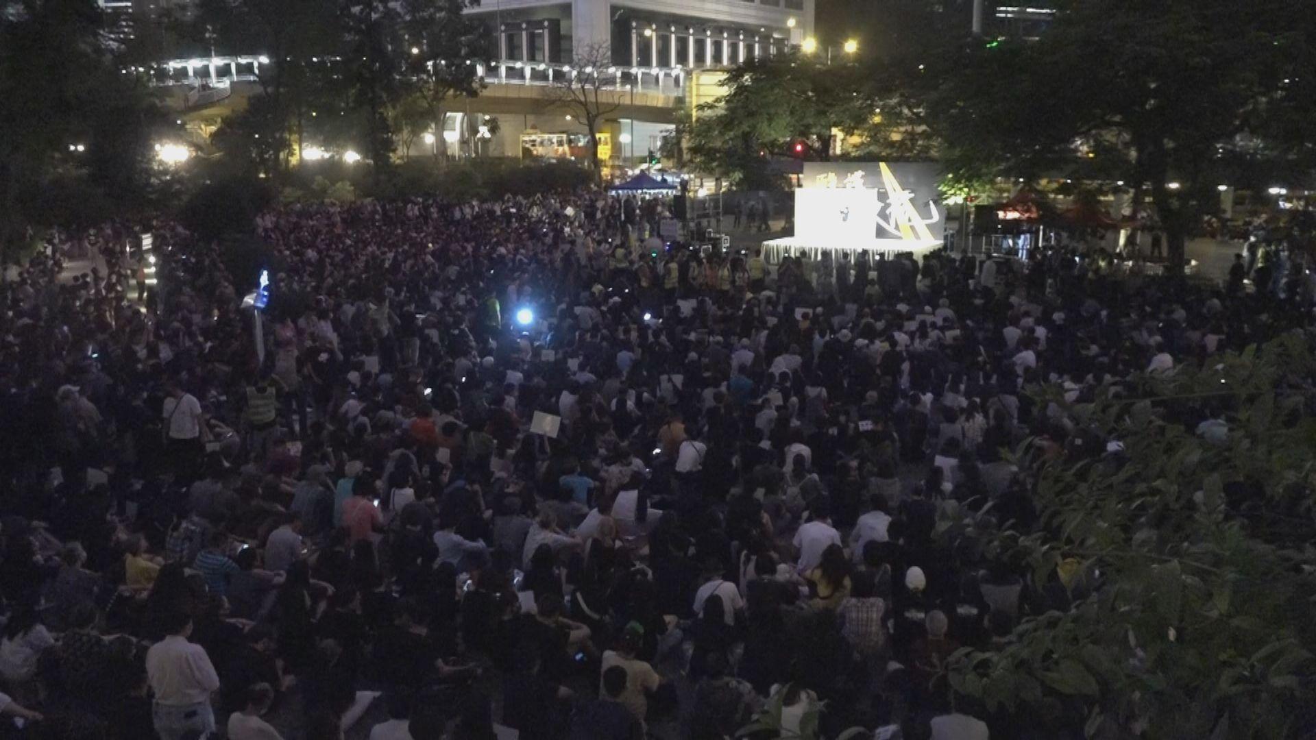 醫護人員遮打花園集會抗議警暴