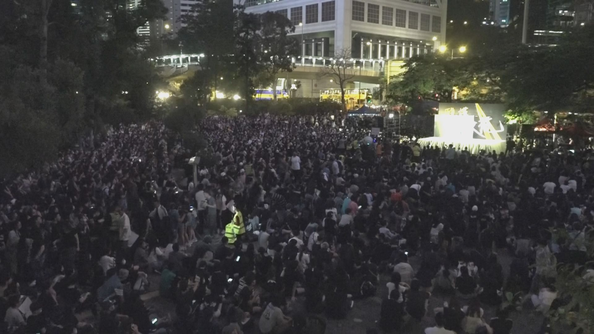 醫護集會抗議警暴 大會稱逾萬人參與