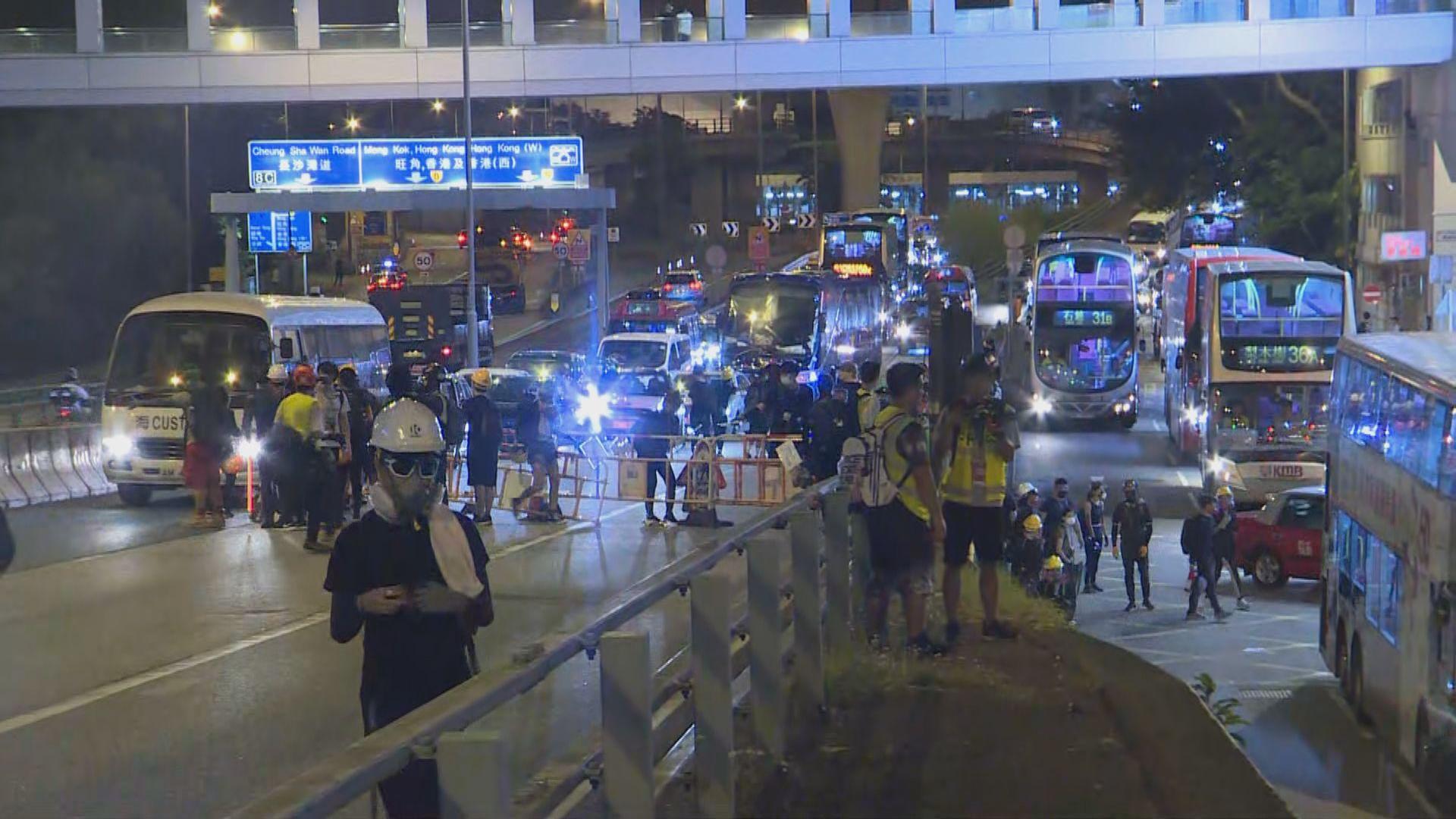 示威者美孚堵塞葵涌道天橋