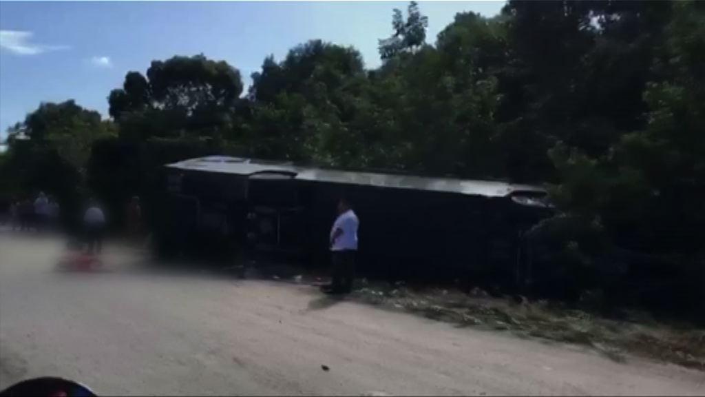 墨西哥南部旅遊巴翻側逾10死