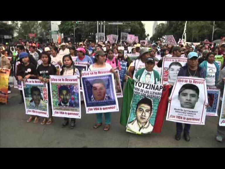 墨西哥學生失蹤一周年 民眾上街尋真相