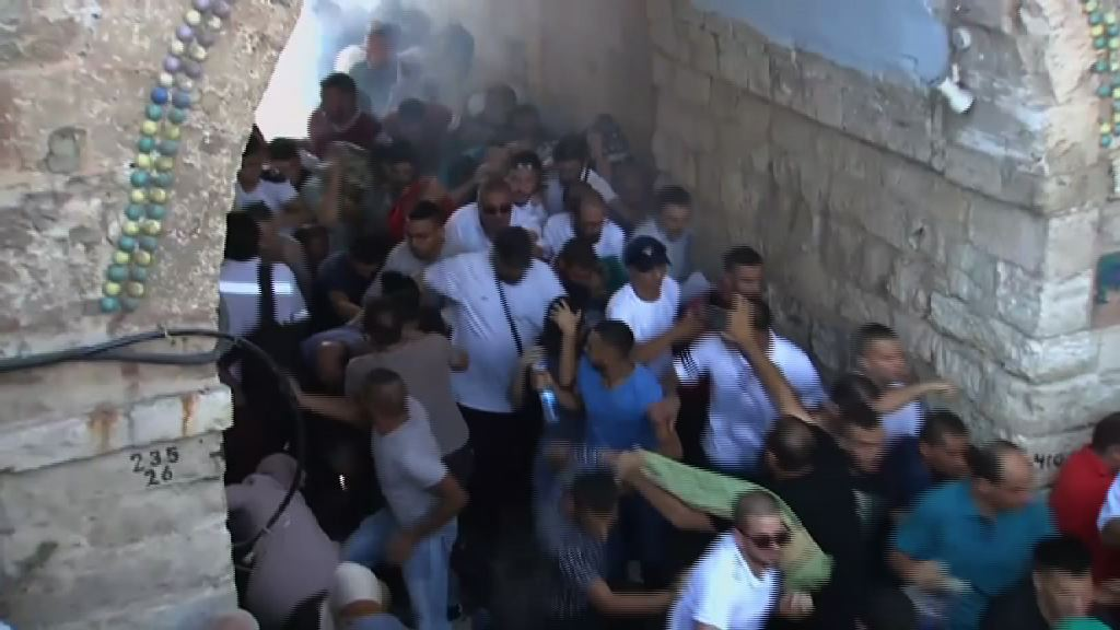 聖殿山再爆衝突逾百人傷