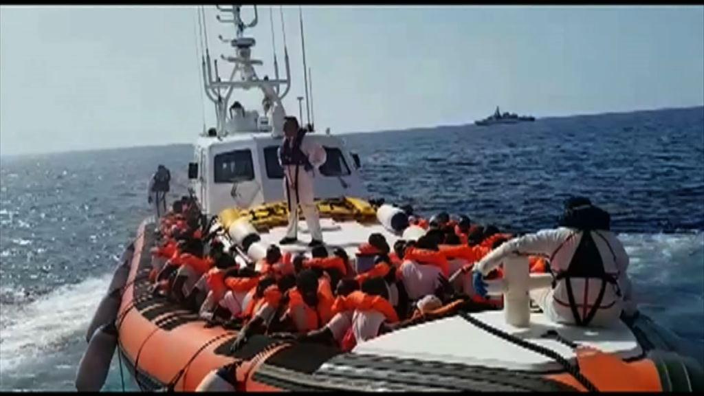 意大利派船護送滯留難民往西班牙