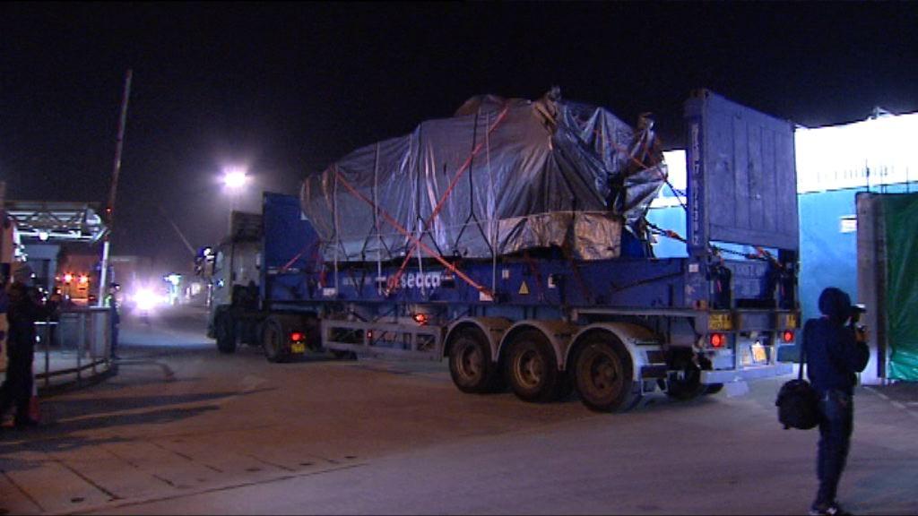 九部裝甲車準備運離香港