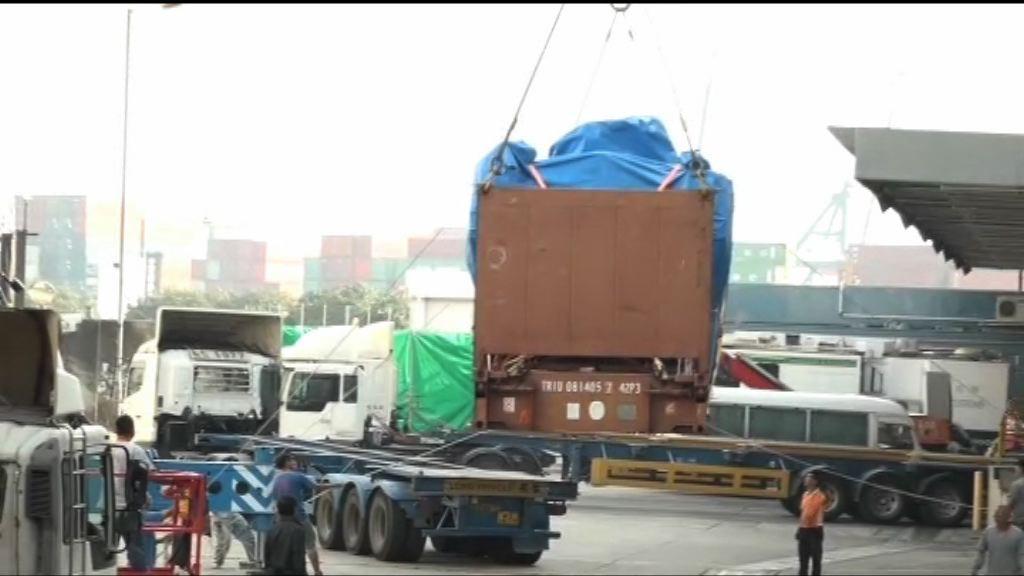 九部裝甲車準備運離香港交還新加坡