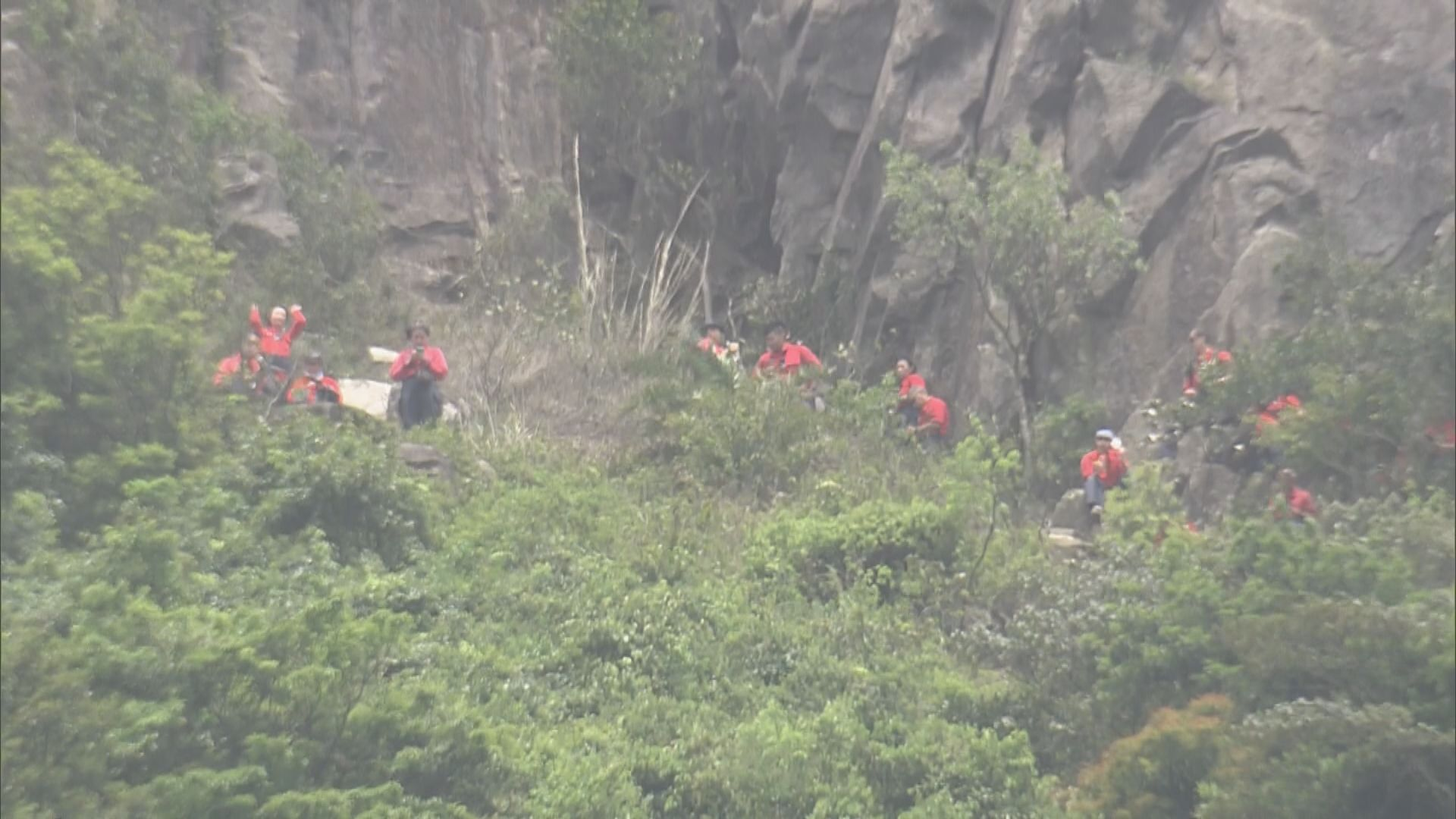 搜救人員飛鵝山尋回懷疑行山失蹤女子 已失去意識