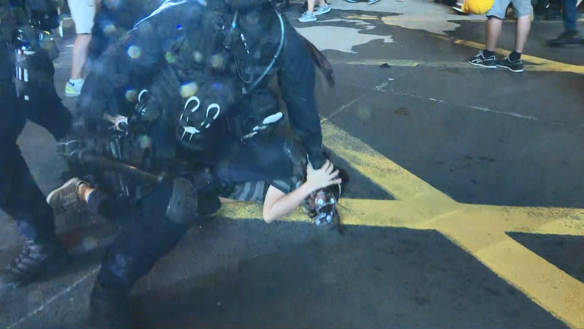 警方在旺角施放催淚彈清場 制服多名示威者