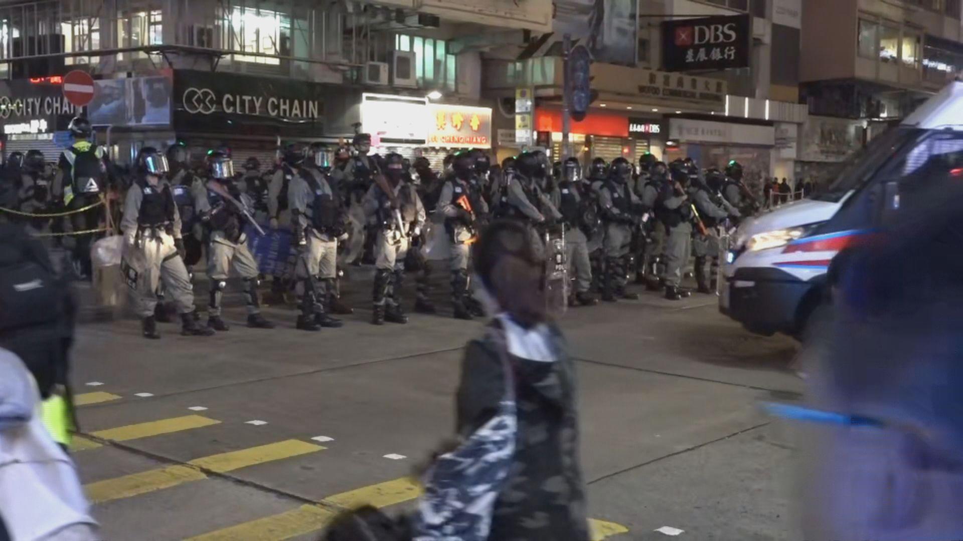 旺角有人堵路 大批防暴警察持槍戒備