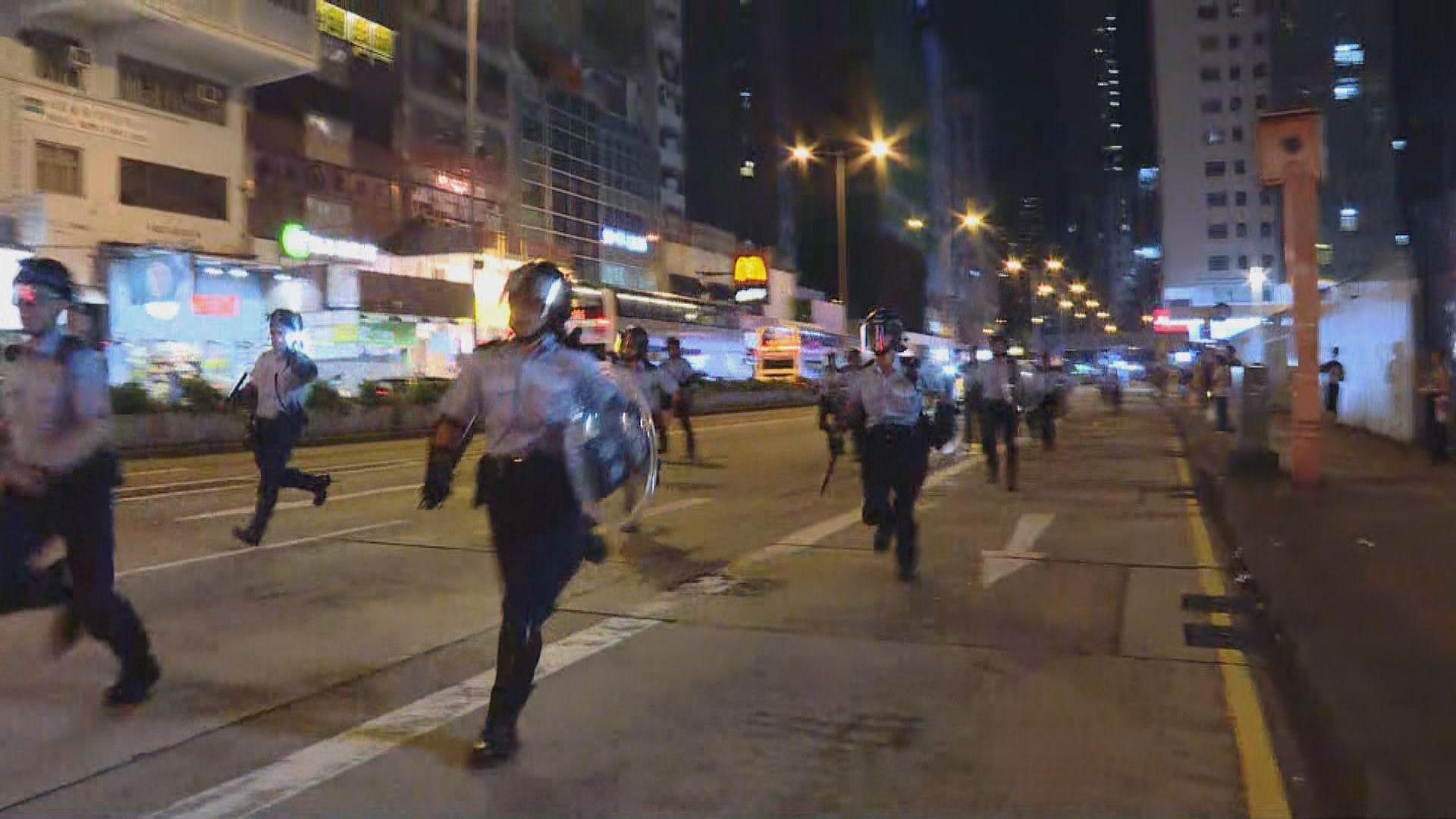 警方驅散旺角警署外聚集人群