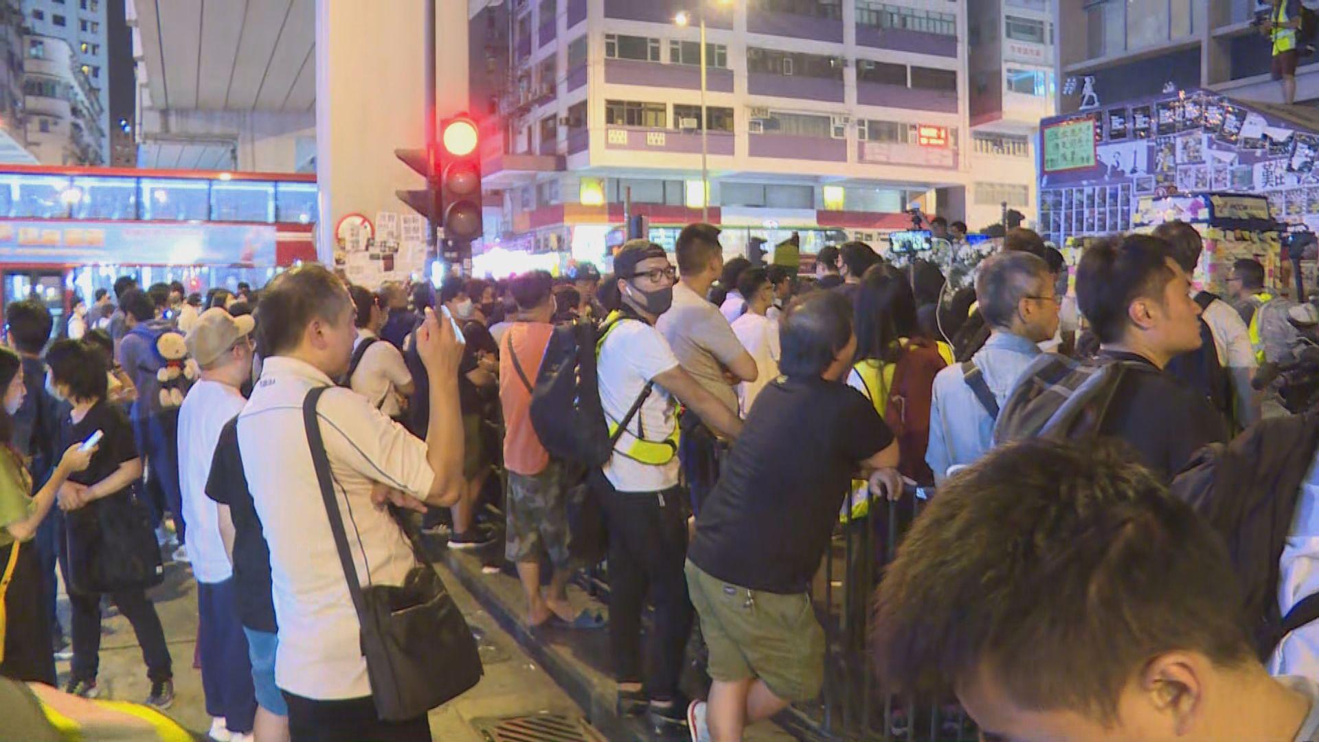 太子站外市民聚集促公開831閉路電視片段