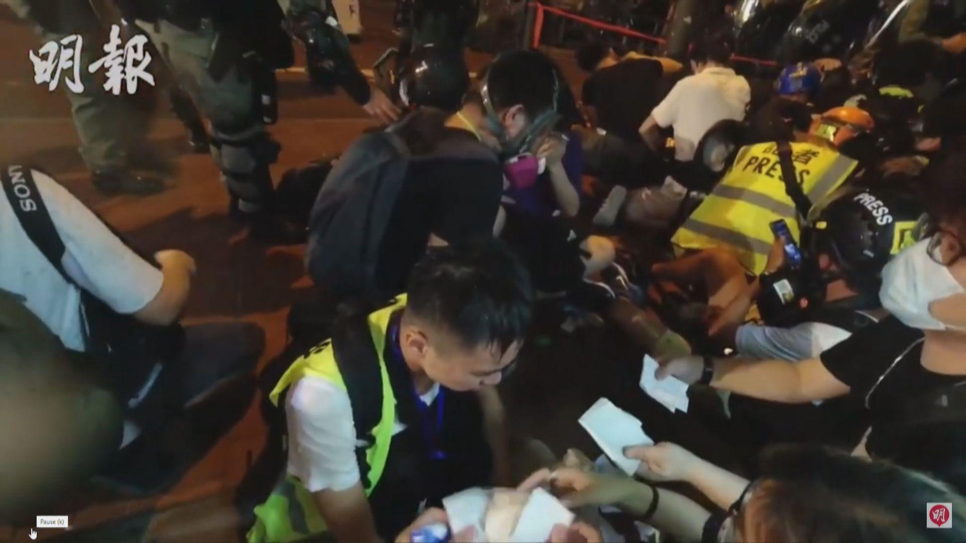 明報記者採訪期間遭警方要求蹲下及停止拍攝