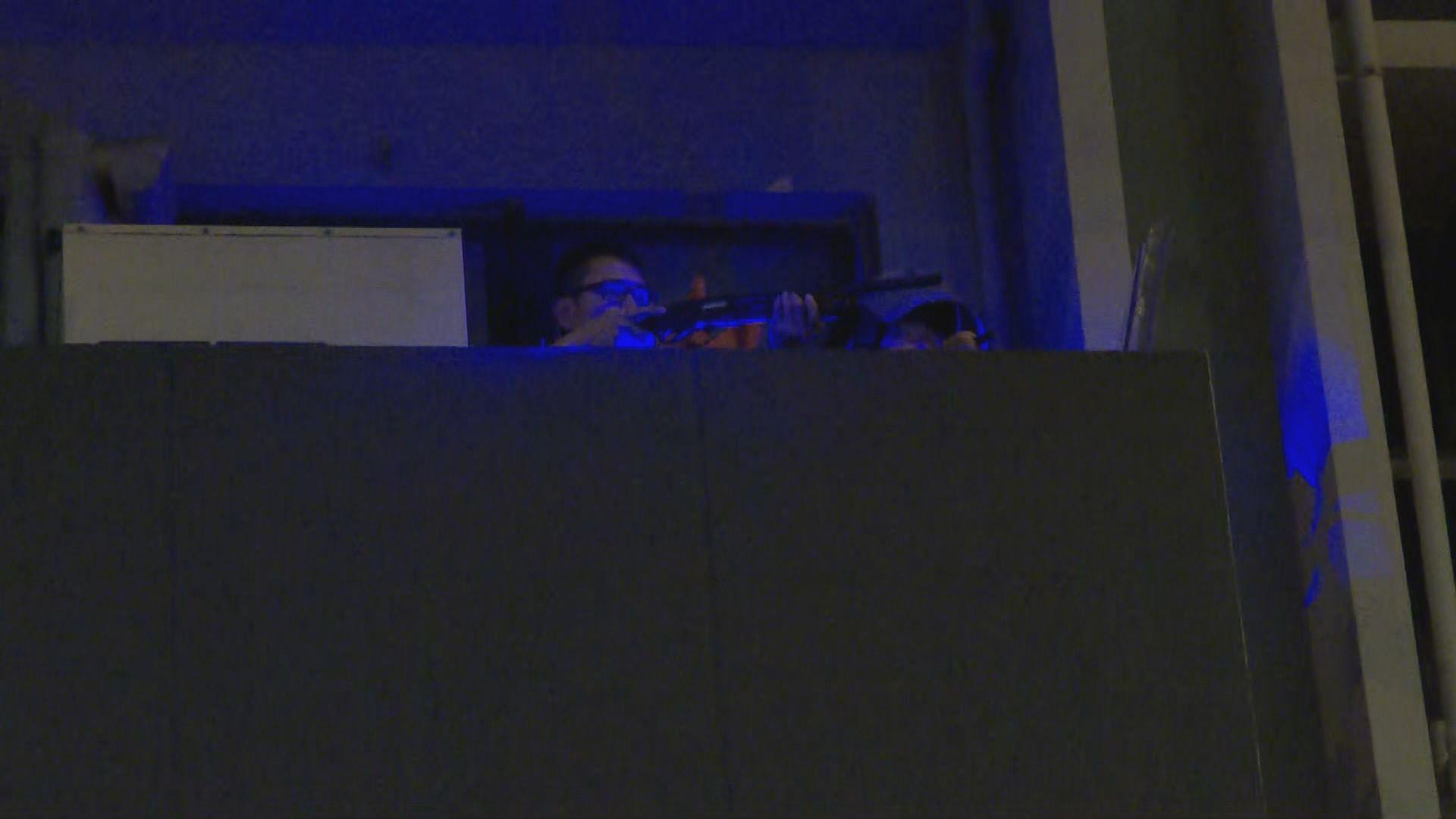 警員疑旺角警署樓上發射布袋彈擊中示威者