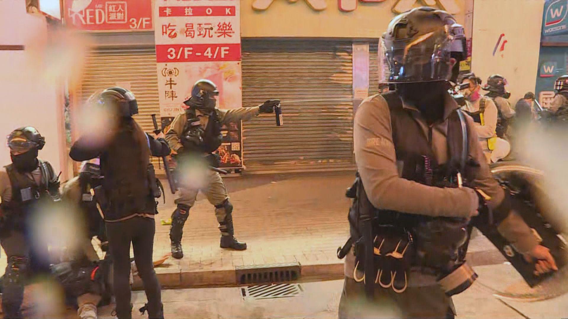 警方入夜後旺角多次驅散人群 凌晨制服及押走多人