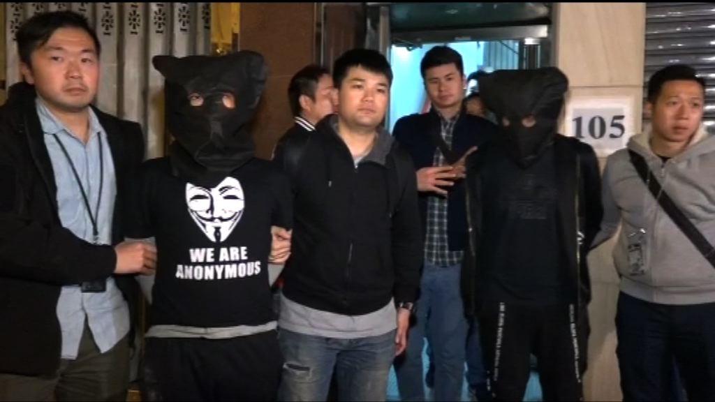 警拘兩男涉多宗店舖手機盜竊
