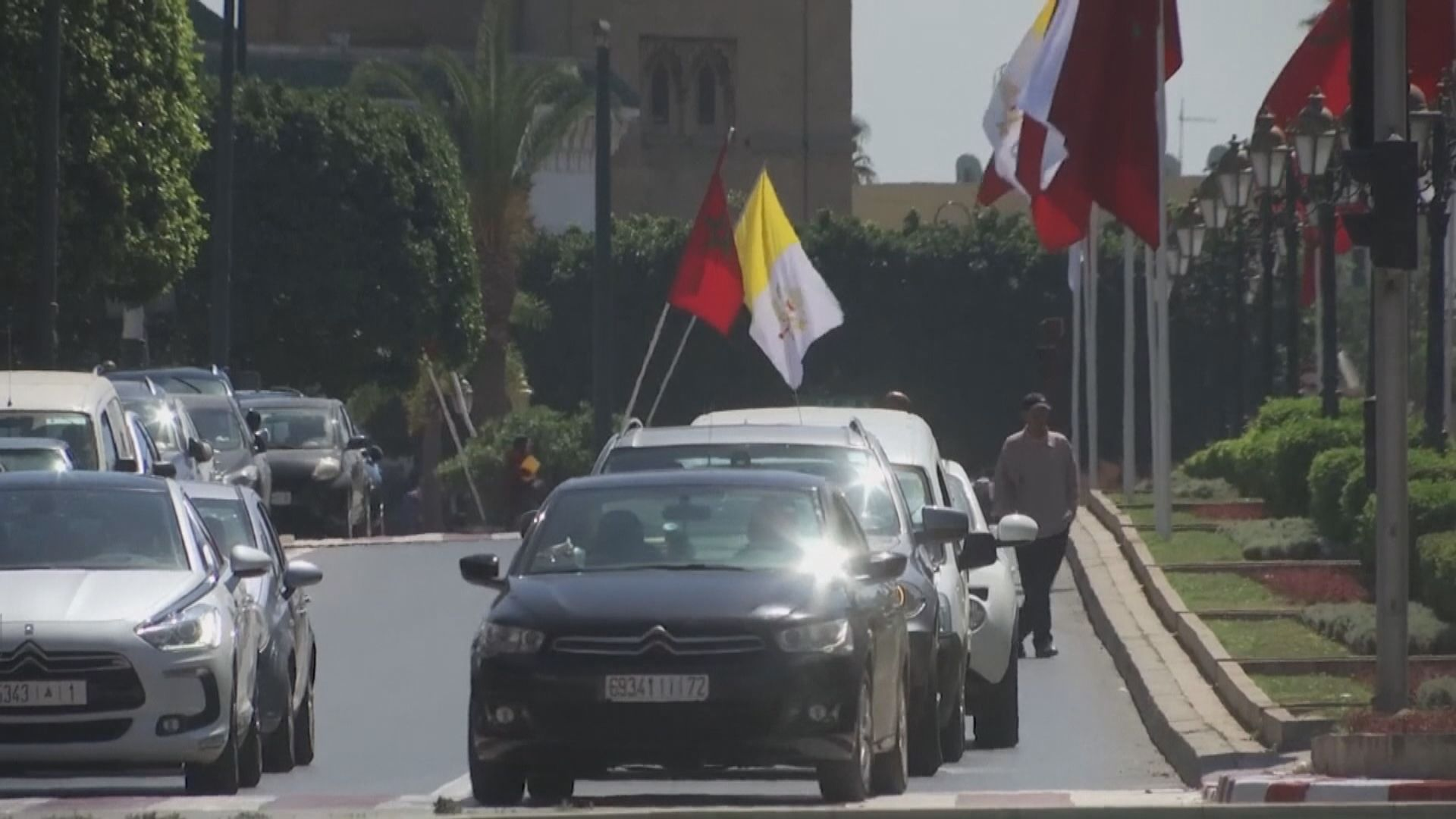 27名港人乘中國駐摩洛哥大使館專機返廣州