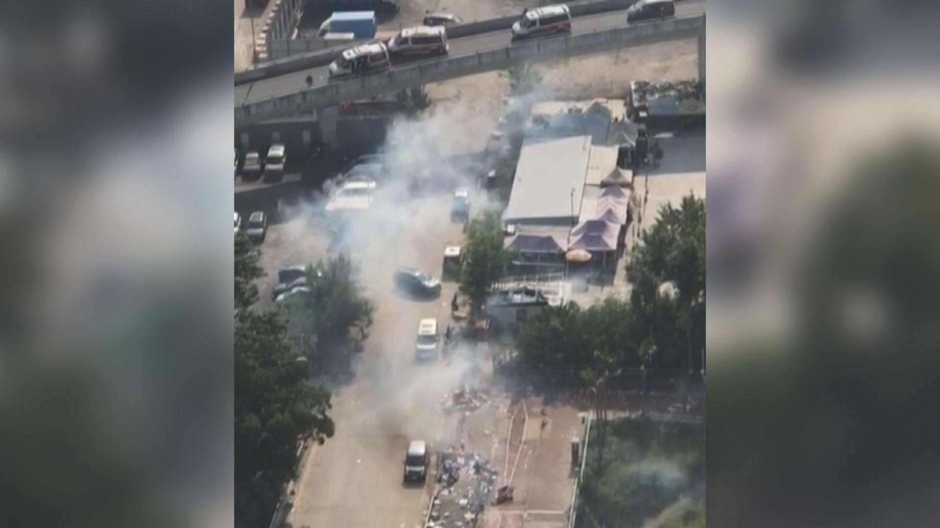 警馬鞍山放催淚彈 驅散籌集物資往中大群眾