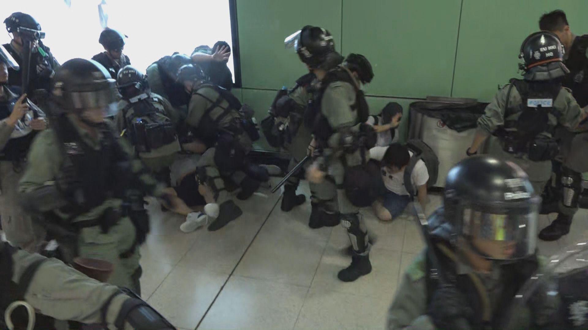 防暴警中環站採取拘捕行動 中環站關閉