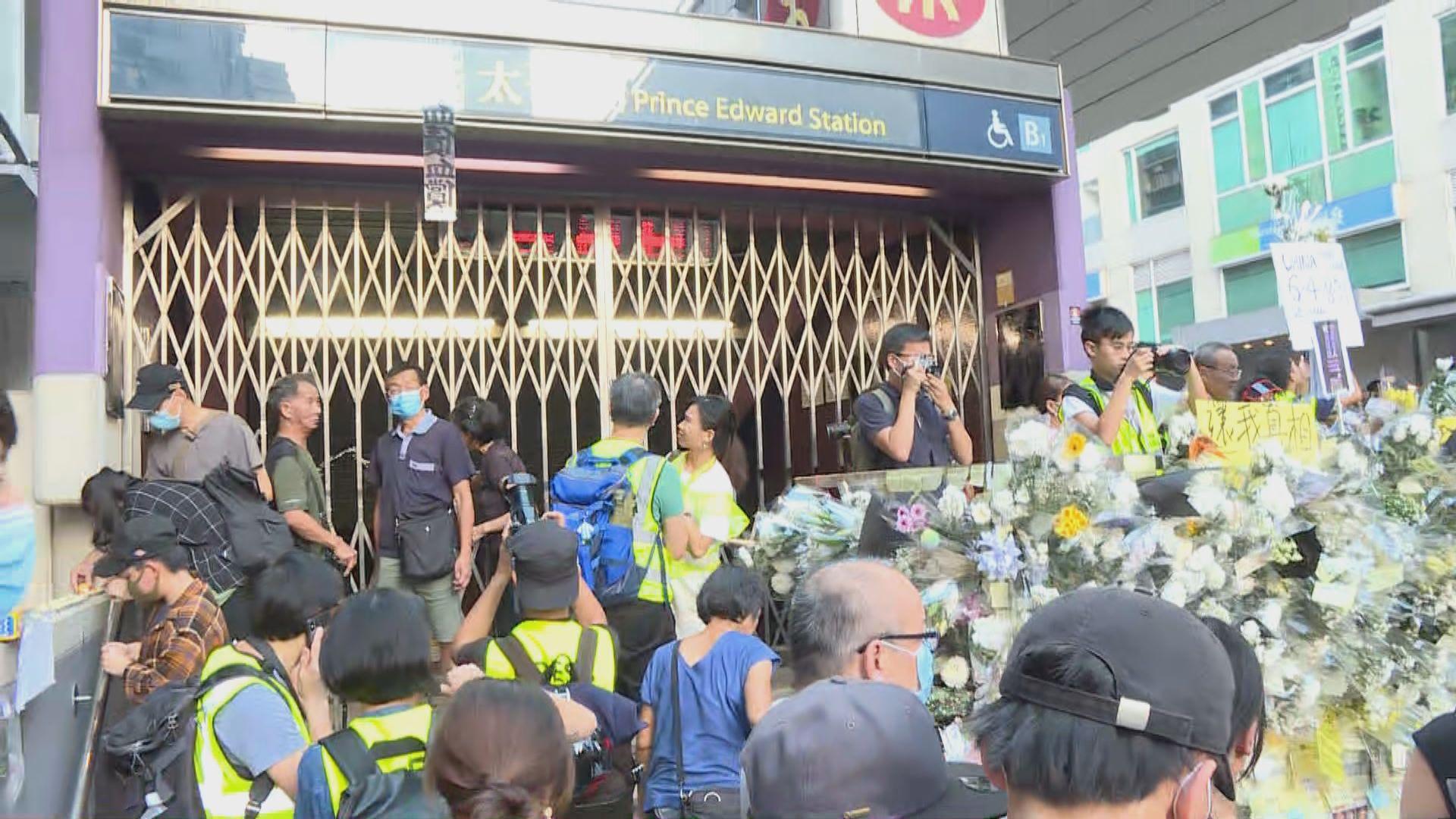 大批人聚集在近旺角警署出入口