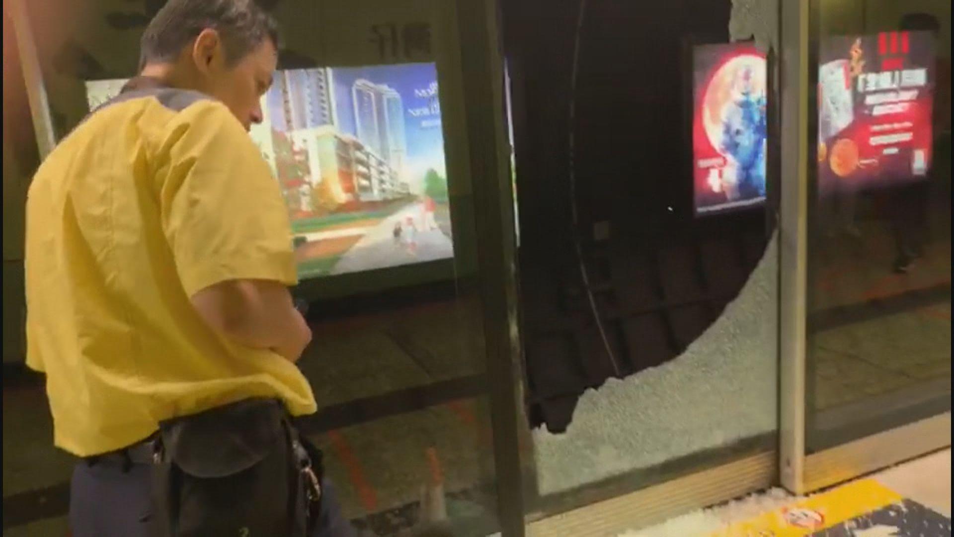 灣仔港鐵站月台幕門遭破壞