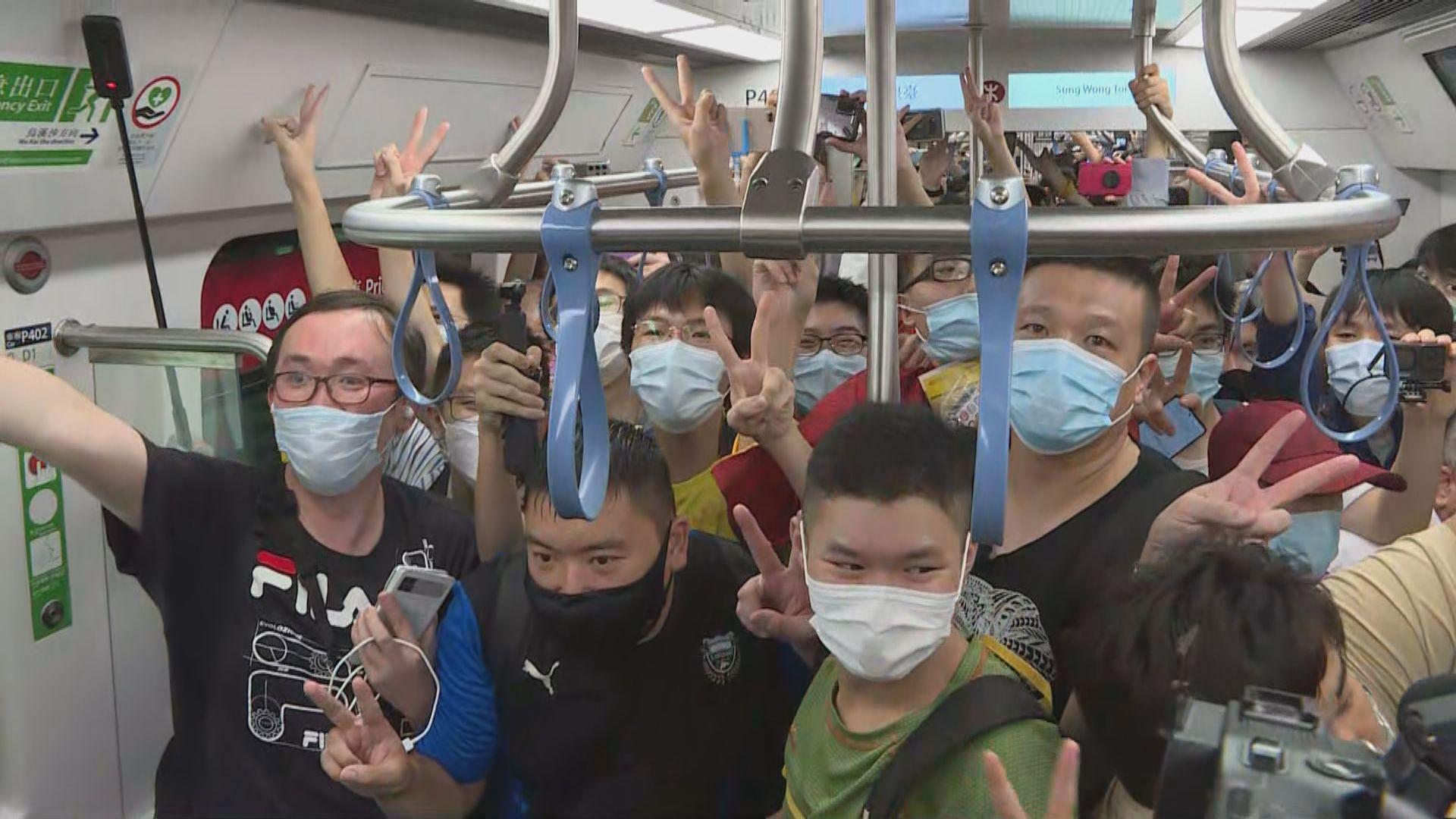 屯馬綫今日全綫通車 大批鐵路迷清晨到宋皇臺站外排隊