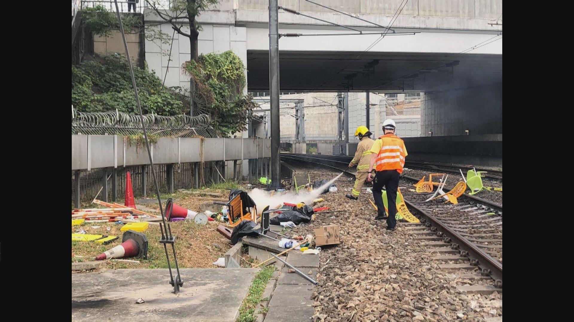 紅磡站路軌被掟汽油彈 服務一度受影響