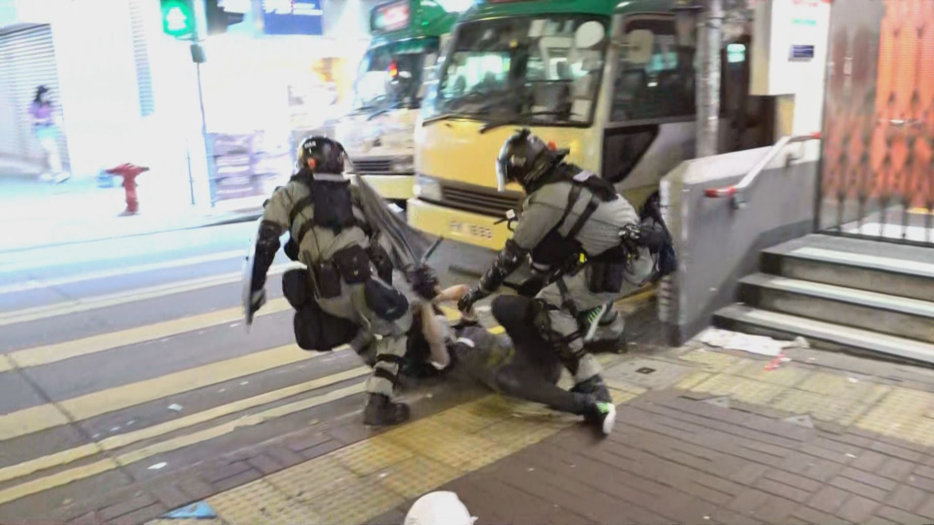 防暴警察彌敦道推進 沿途制服多人