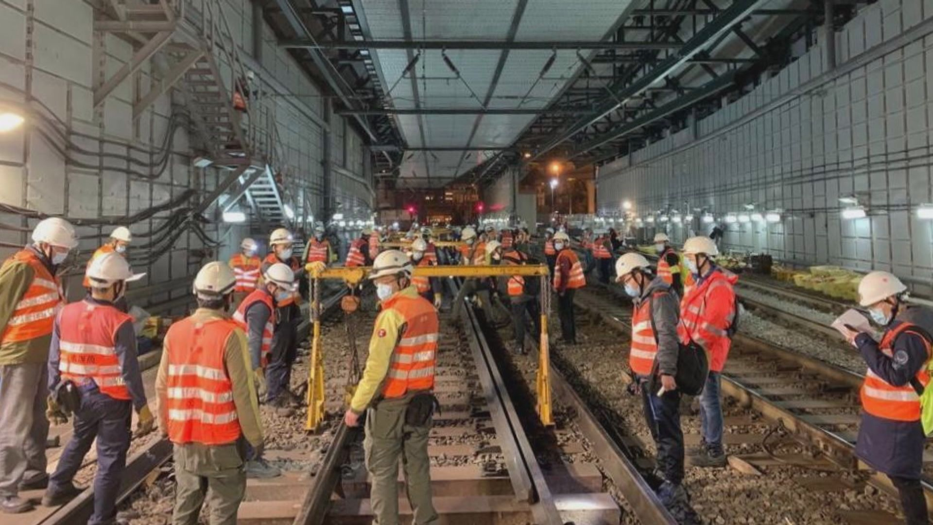 港鐵:路軌接駁工程大致按計劃進行中