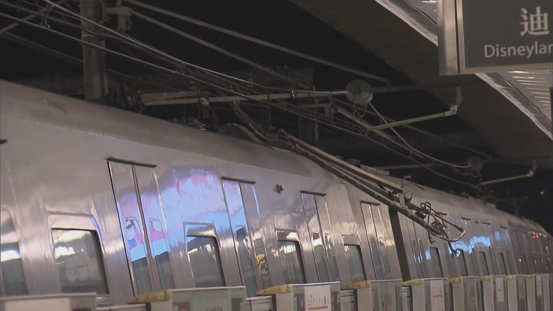 東涌綫列車集電弓墜下 服務逐步回復正常
