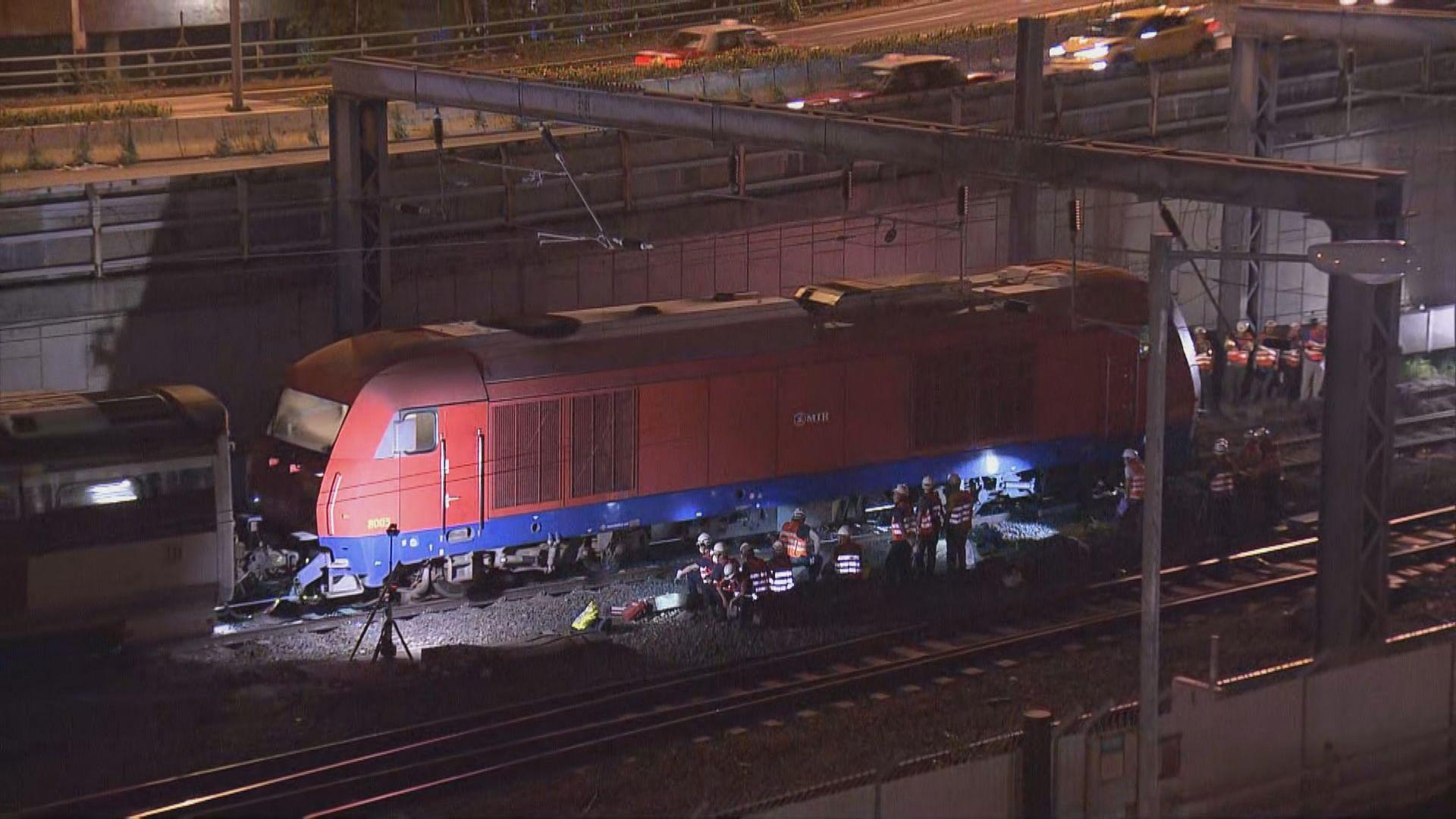 東鐵出軌事故六節車廂被拖返何東車廠