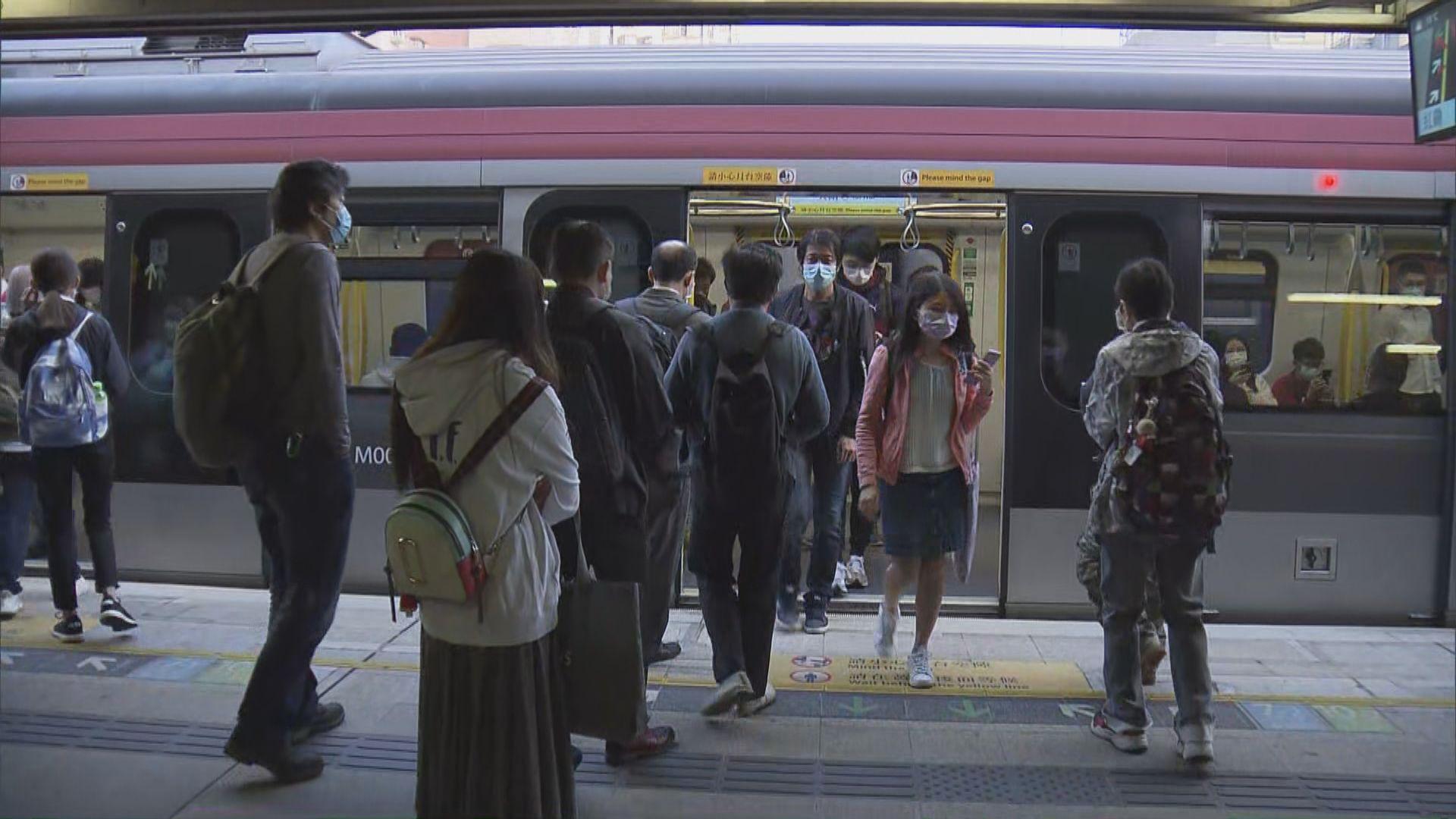 東鐵綫改換九卡列車首個上班日 有乘客批安排混亂