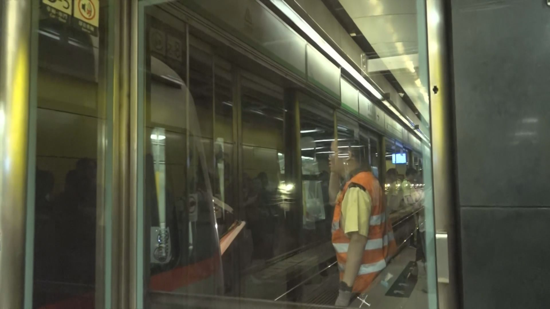 油塘站列車緊急出入口被啟動 觀塘綫服務一度受阻