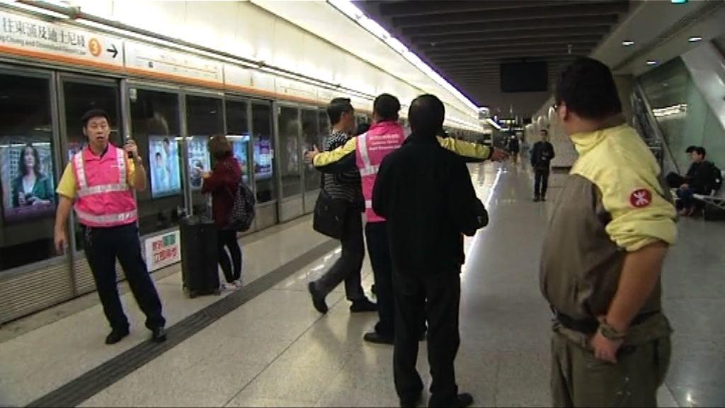 九龍站登機服務暫停 乘客指港鐵安排欠妥善