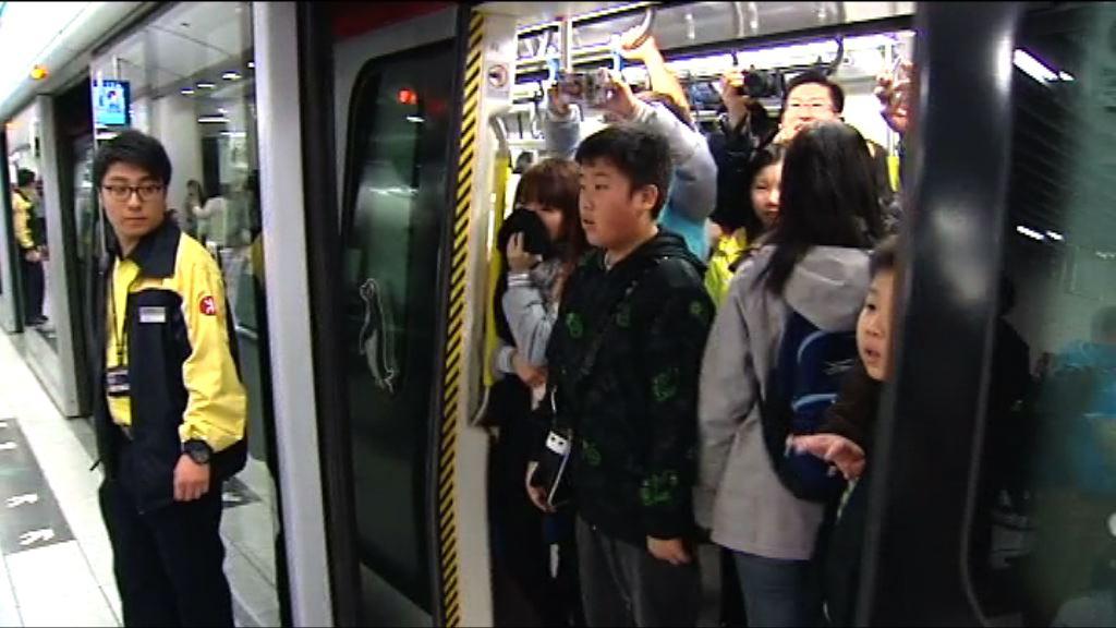 南港島綫通車 截止五時逾九萬人次使用