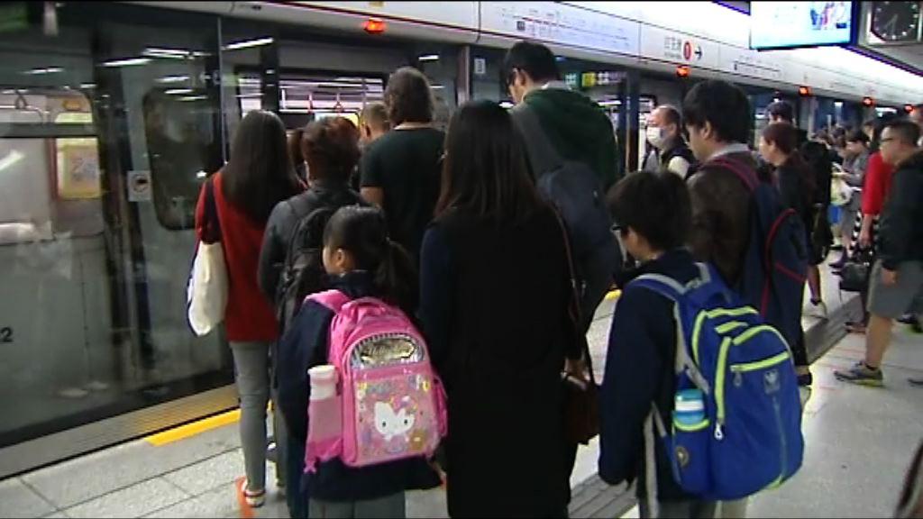 南港島綫通車首個上學日 有學生改乘鐵路