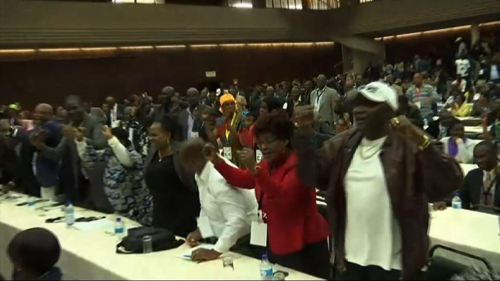 津巴布韋執政黨解除穆加貝職位 前副總統接任黨主席