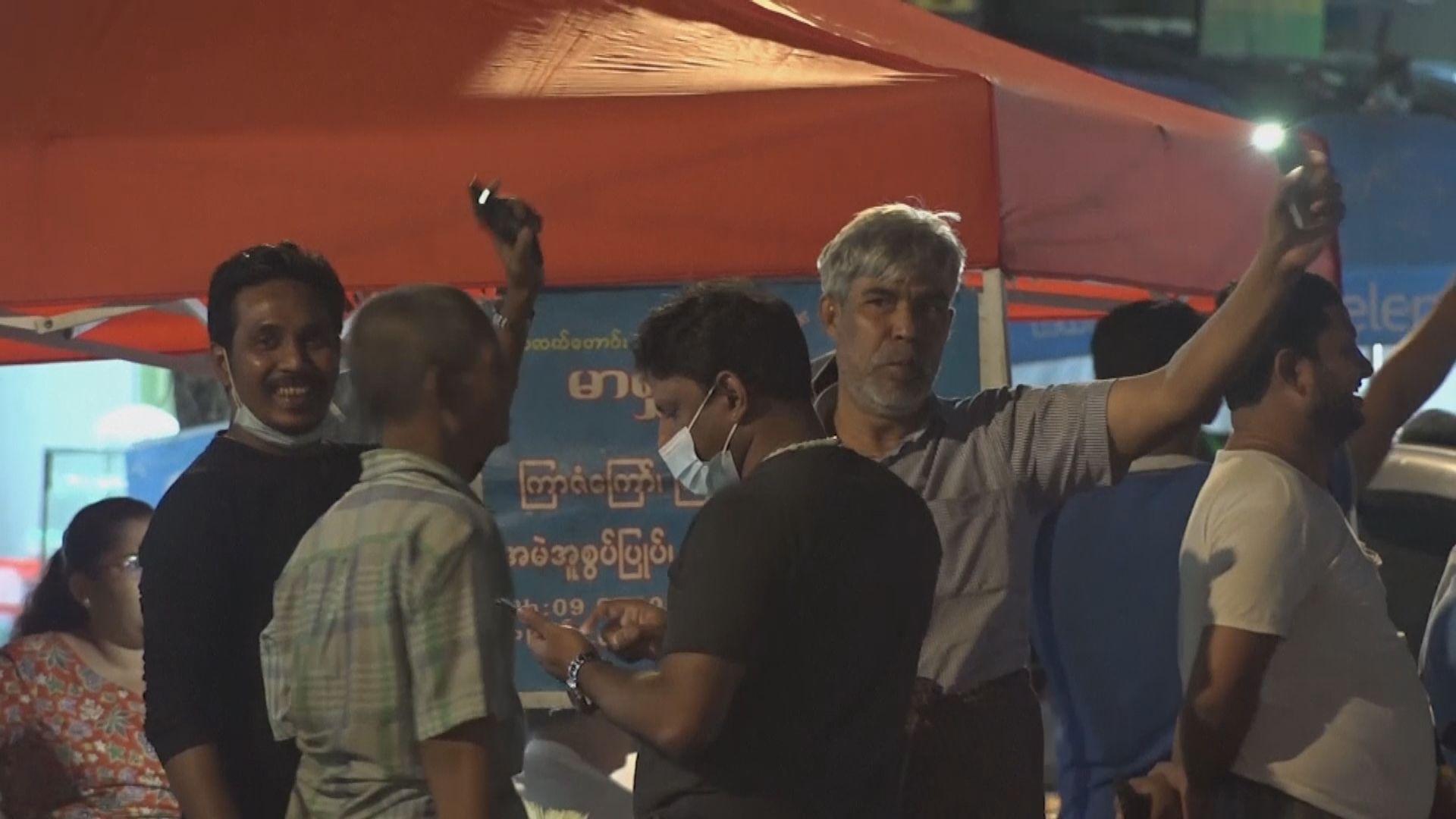 緬甸曼德勒有民眾上街抗議軍方發動政變 最少三人被捕