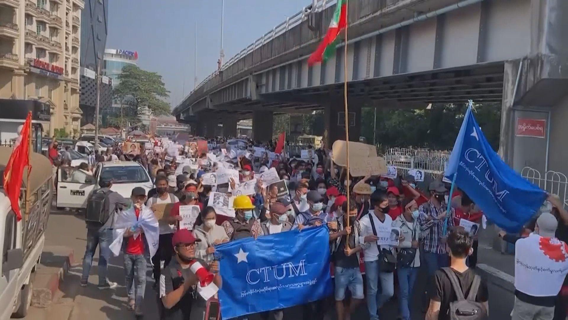 緬甸民眾繼續上街抗議 官媒指有警察在清場時受傷