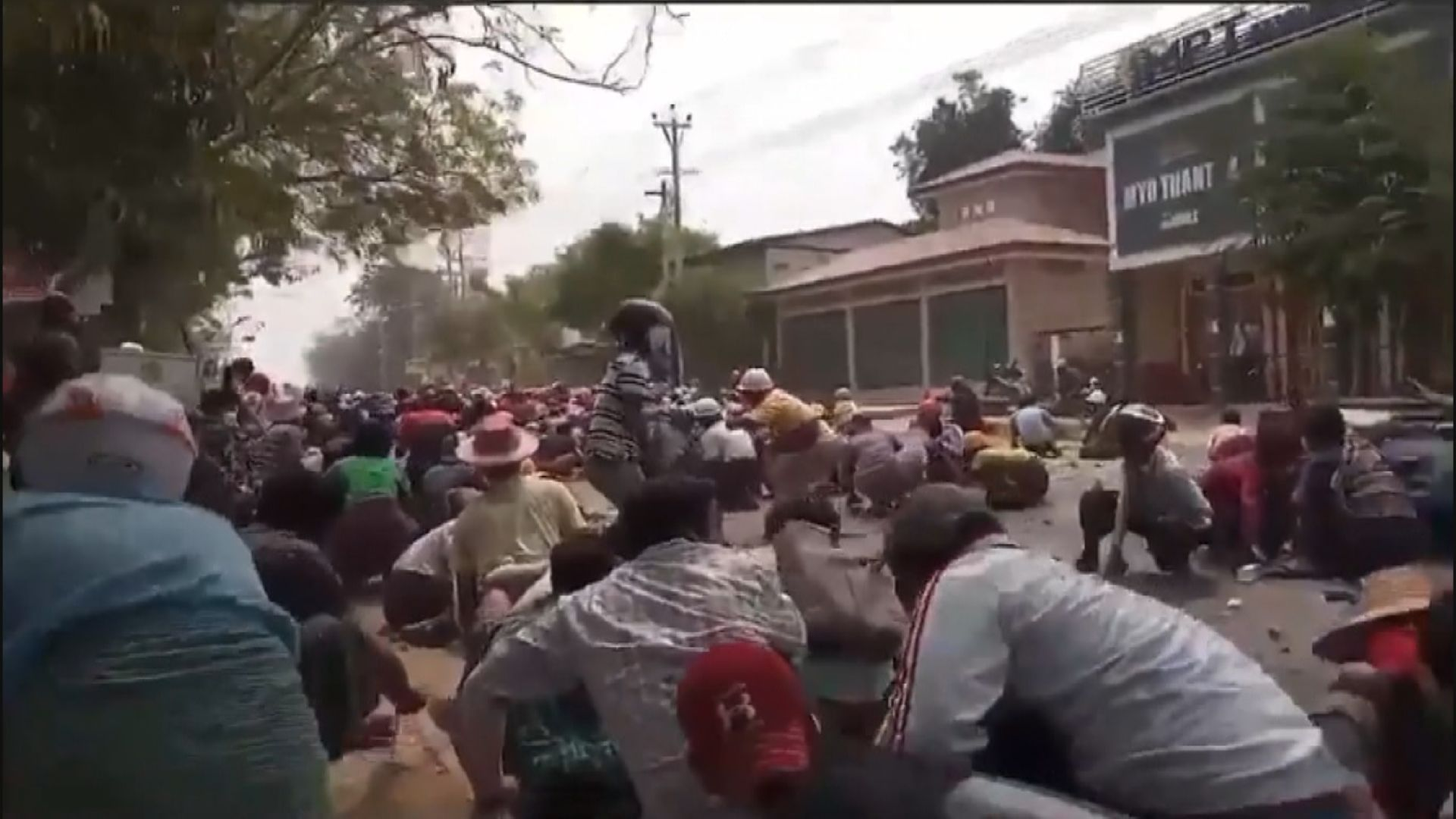 緬甸多個城鎮繼續有示威 至少十人死亡