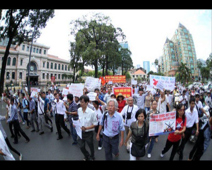 越反華示威促中方撤西沙鑽油台