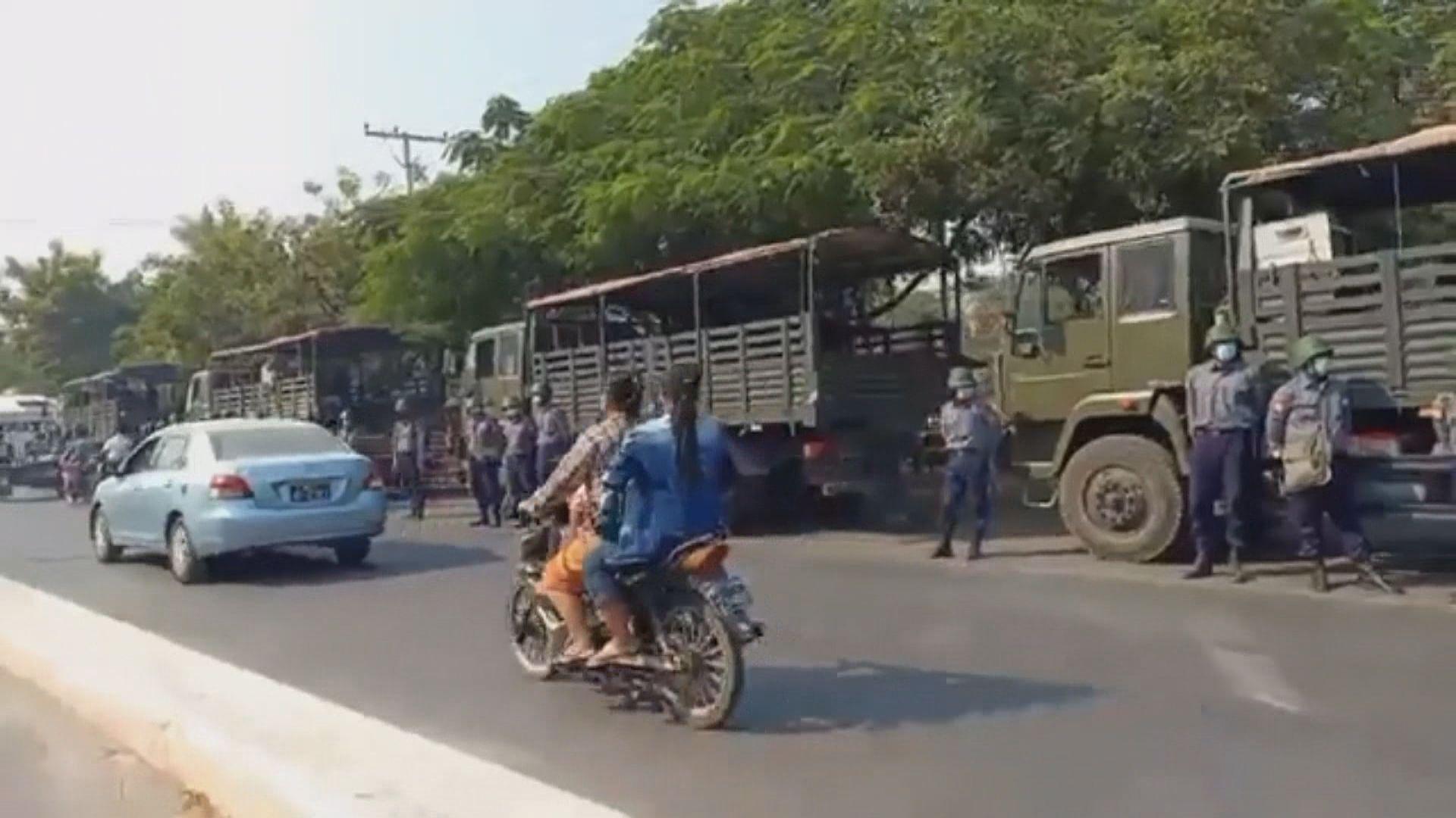 曼德勒多輛軍車停泊 聯國緬甸特使憂暴力衝突或升級