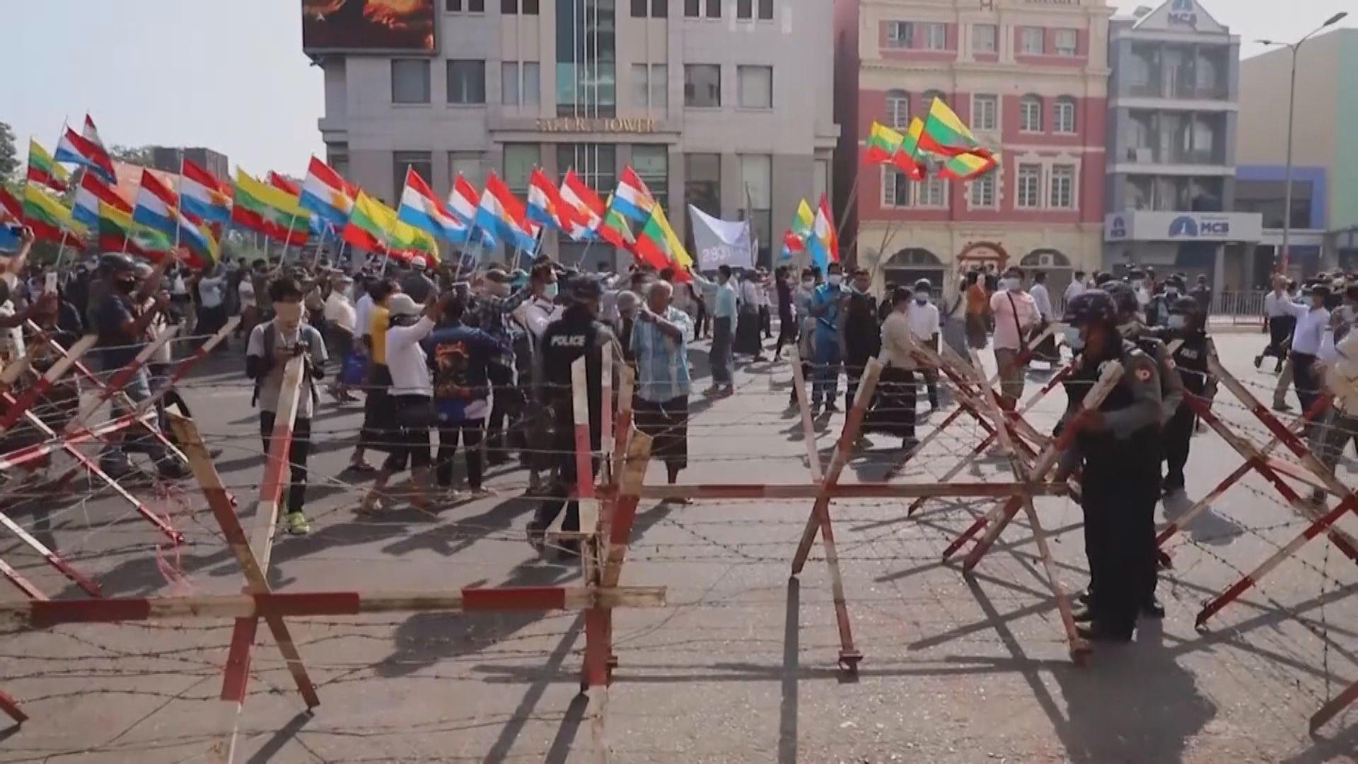 緬甸續有反軍事政變示威 英國宣布制裁多六名軍方將領