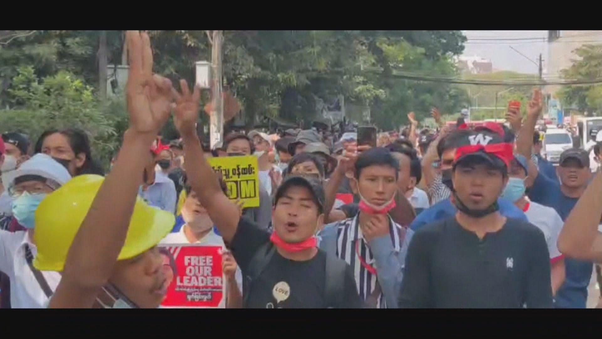 緬甸反軍事政變示威持續 傳媒指一人中槍死亡