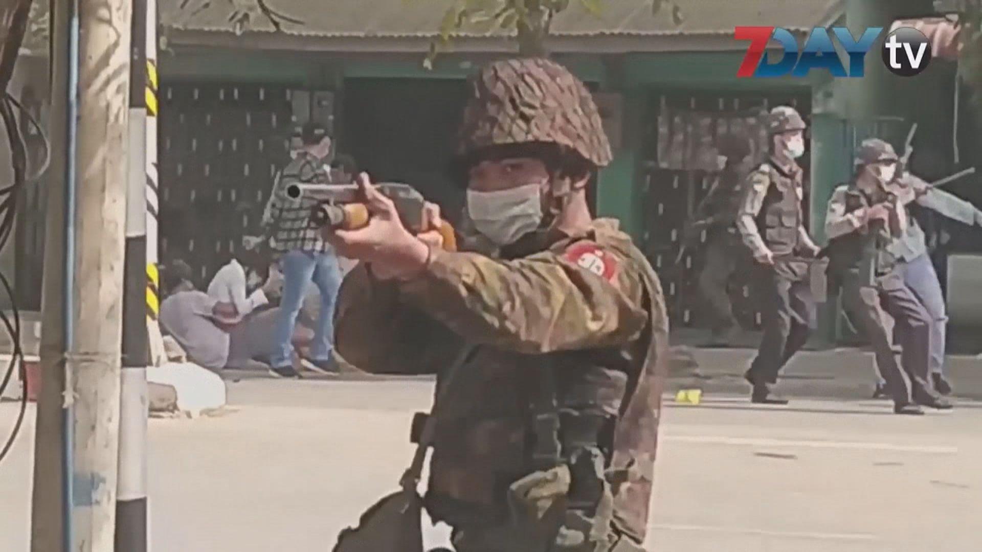 緬甸多處續有反軍事政變示威 警方出動驅趕