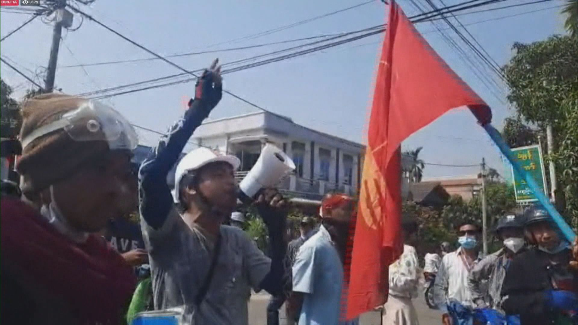 緬甸反軍事政變示威持續 中央銀行限制現金提取金額
