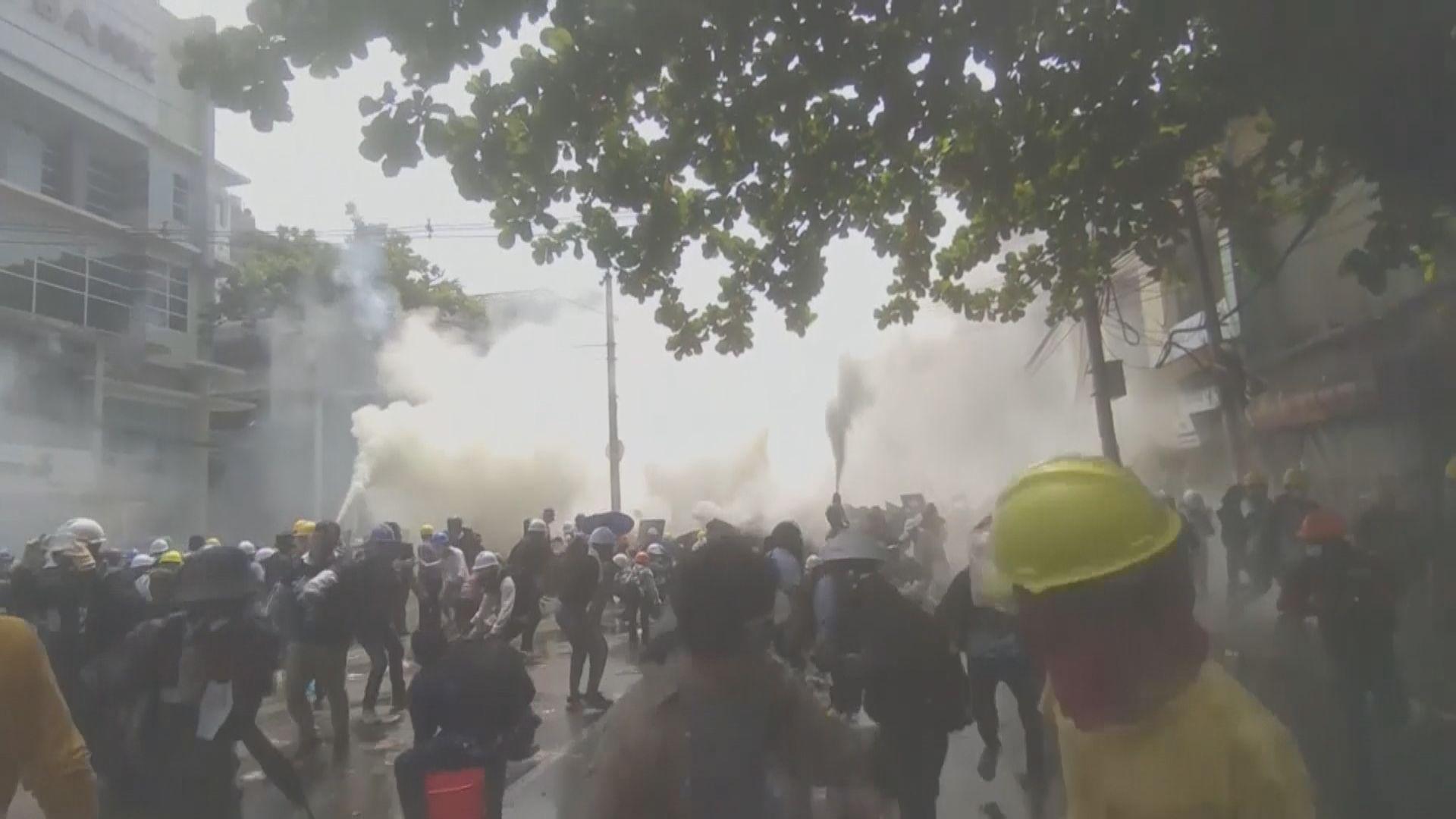 緬甸警方據報再以實彈鎮壓示威多人傷